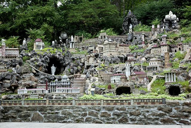 ave-maria-grotto-entire-hill