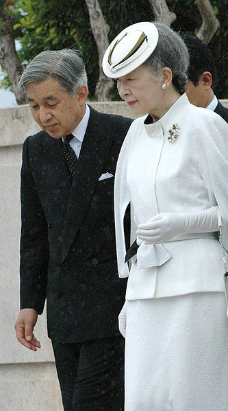 Emperor_Akihito_and_empress_Michiko_of_japan (1)